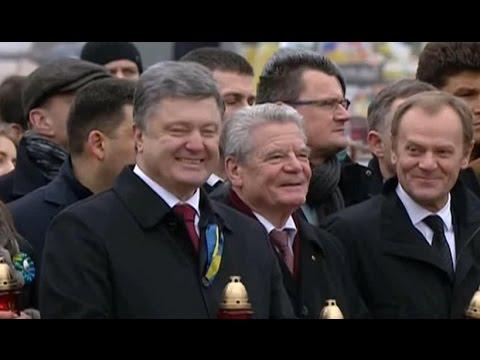 Смех Порошенко во время молитвы о жертвах майдана
