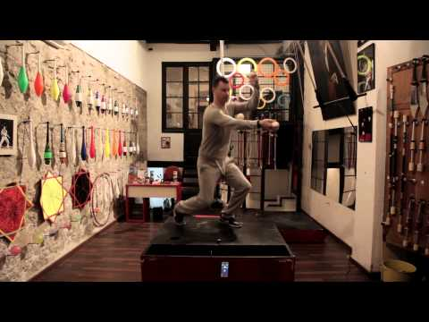 Amazing juggler plays Mogees