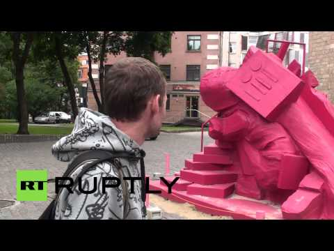 Latvia: SS soldier statue sparks controversy in Riga