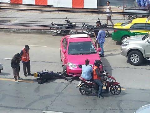 อุบัติเหตุแท๊กซี่ชนกับจักรยานยนต์ 27 ส.ค. 2557
