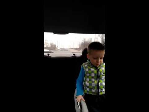 Приколы с детьми ....ребенок 2 года смешно ругается материться на водителя