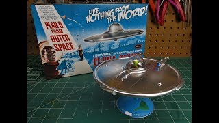 Polar Lights Plan 9 From Outer Space Flying Saucer 1/48 Scale Model Kit Build Review POL970