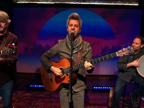 Mike Gordon performs first single
