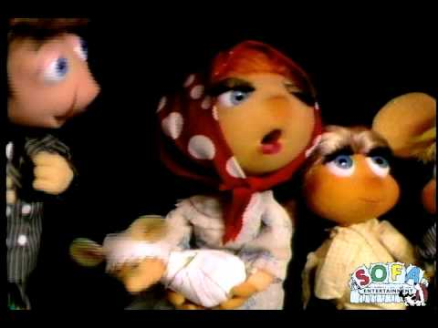 Topo Gigio sings 