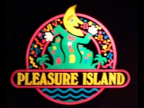 Walking Around Pleasure Island in 1989 - Walt Disney World