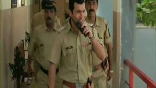 Mumbai Police In Search A Bomb - A Wednesday
