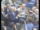 Helmut Kohl Wird Mit Eiern Beworfen!