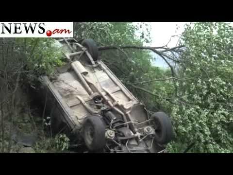 Ալավերդիում մեքենան 30 մետրից գլորվել է ձորը.FLV
