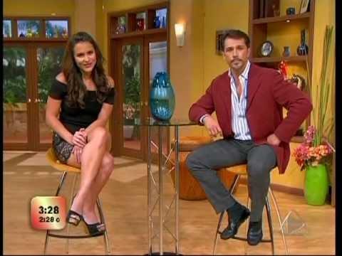 Lilia Luciano cruzando las piernas lindas leg crossing escandalo tv