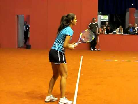 Ana Ivanovic Training with Victoria Azarenka @ Porsche Tennis Grand Prix 2010 Stuttgart Video