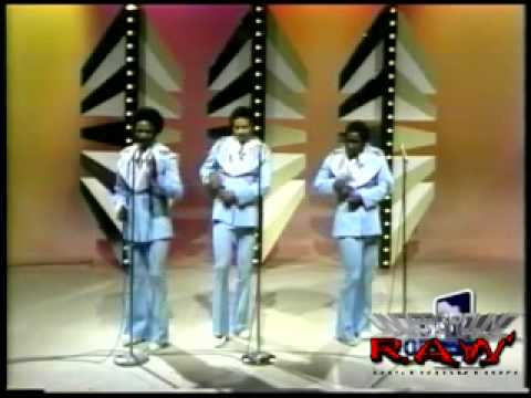 The Ojays   For The Love of Money LIVE, 1974!!