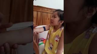 Bố lấy máu XN cho chị Nấm
