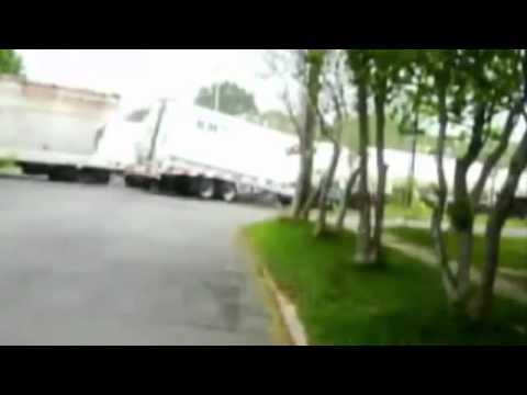 Поезд и грузовик