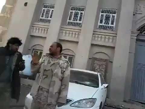 فيديو: لحظة اقتحام مليشيا الحوثي لمنزل الفريق علي محسن في سنحان ومطالبتهم برأس نجله