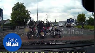Unmarked police bikes intercept pair of mopeds riding dangerously - Daily Mail