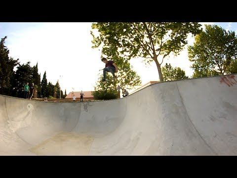 Huge Ollie into Bowl de Nîmes