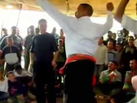 رقص رجالي مضحك في المغرب thumbnail