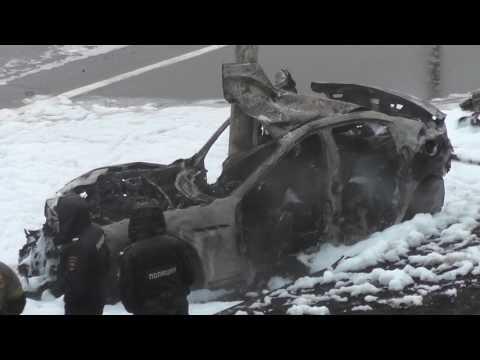 Спорткар Maserati врезался в столб на Ростовской набережной, водитель погиб