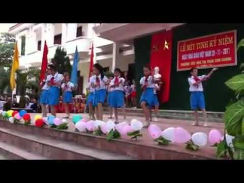 Các bé tiểu học nhảy Roly Poly (Thị trấn Con Cuông)