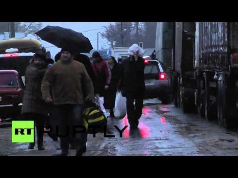 Russia: Traffic chaos as Ukraine closes border with Crimea