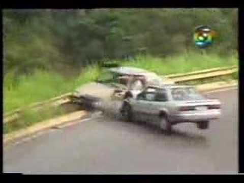Car Crash and skid: Bad brazilian roads, oil, drunk drivers!