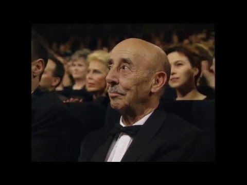 Federico G. Larraya recoge el Goya de Honor 1996