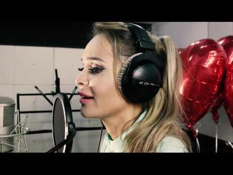 Анна Калашникова записала песню и клип для любимого