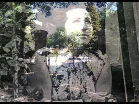 Aan de muur van 't oude kerkhof - De Zangeres Zonder Naam