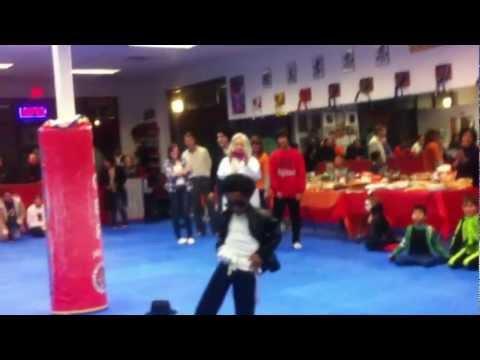 Halloween Party Kids 2012  (3).MOV Michael Jackson costume