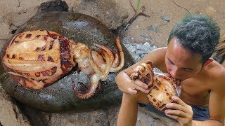 Primitive Technology: Cooking Big Octopus on the Rock Eating Delicious