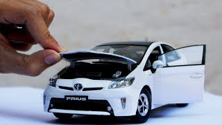 Unboxing of Toyota Prius 2012 1:18 Scale Diecast Model Car