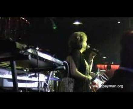 Mahasti en concert à Paris en 2006