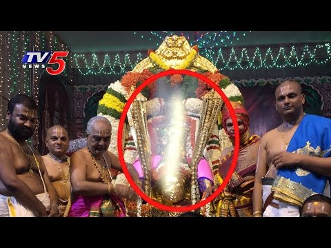 Light Flash on Srivaru while Capturing | Garuda Seva | Tirumala | TV5 News