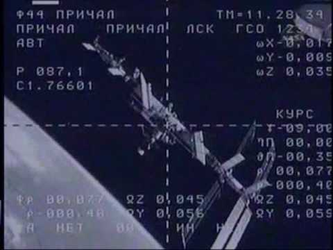 Soyuz TMA-16 Docking (time lapse)