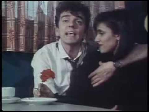 Gabinete Caligari - Al calor del amor en un bar.flv