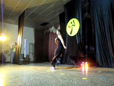 Zumba Con Cyril mueve La Cadera video