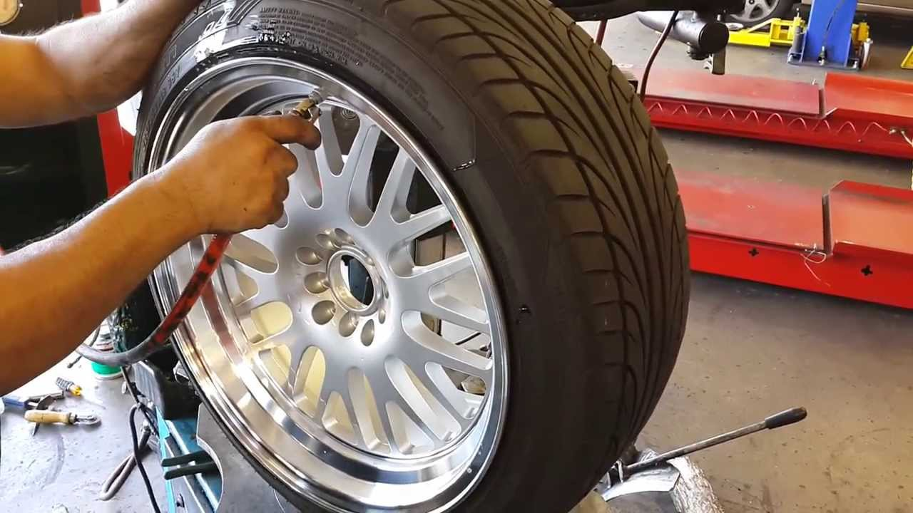 215 45 R17 >> Tire stretching 18X9.5 on 225/45/18 - YouTube