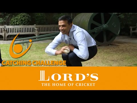 Rahul Dravid attempts the Lord's Catching Challenge