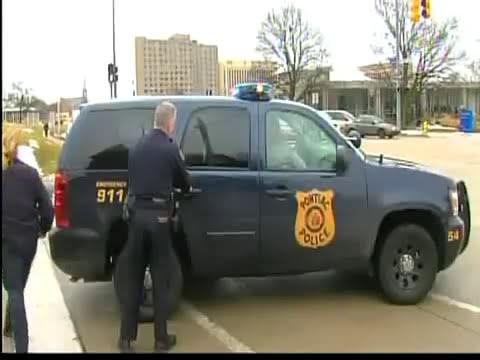 Policia de Pontiac detiene a conductor utilizando Taser hasta 5 veces