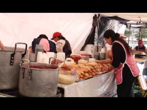 Varias ferias en Quito expenden la tradicional colada morada