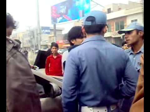Accident + warden fight At Showk chowk lahore part 2