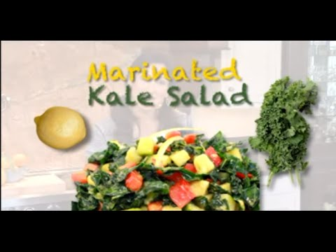 Marinated Kale Salad: Raw food recipe