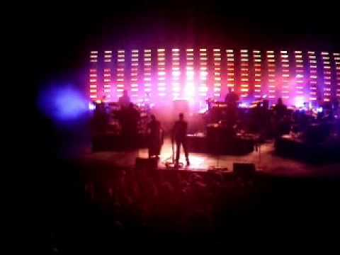 Massive Attack - Group Four (live)
