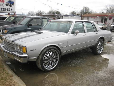 1984 Chevrolet Caprice Classic Start Up. Exhaust. and In Depth Tour
