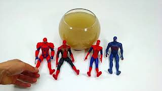 Learn Colors Playing with superhero toys in the water Spider Man & Avengers Toys video for kids#zh