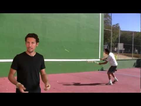 Ejercicios De Tenis: Cómo Entrenar La Volea De Derecha En El Frontón - Clases De Tenis