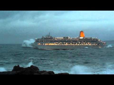 Trasatlántico ORIANA saliendo del puerto de Coruña