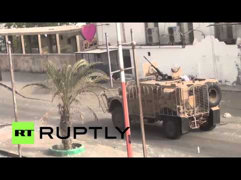 Yemen: Houthis and soldiers battle in Aden