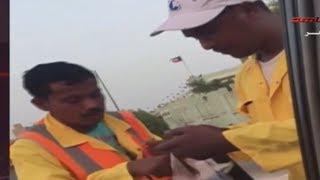 مواطن يوزع الايس كريم على عمال البلديه