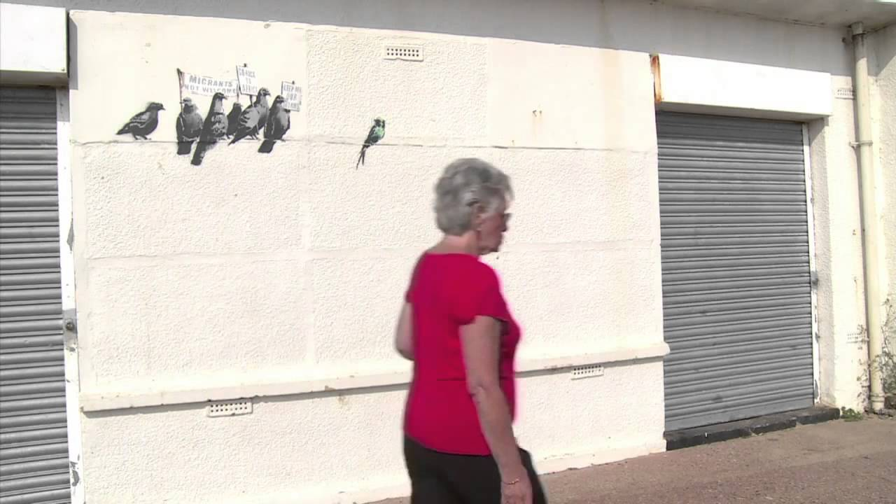 Banksy mural painted over by uk resort 39 s street cleaners for Banksy mural painted over